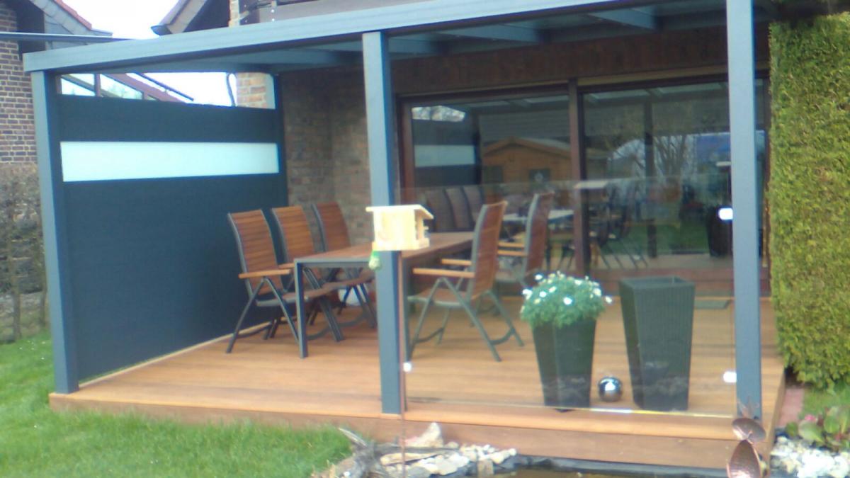 Terrassendach mit Seitenwand und Glasschutz